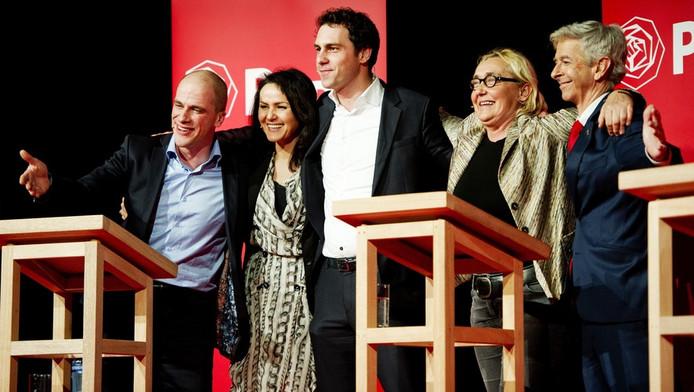 De vijf kandidaten voor het politiek leiderschap van de PvdA, (van links naar rechts) Diederik Samsom, Nebahat Albayrak, Martijn van Dam, Lutz Jacobi en Ronald Plasterk, voor het eerst in debat in de Maassilo.