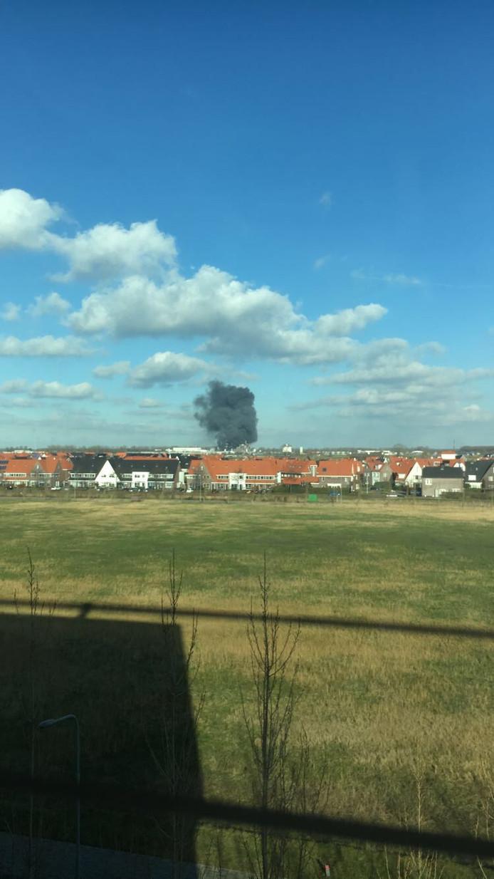 De rook is goed te zien vanuit Scalda Middelburg