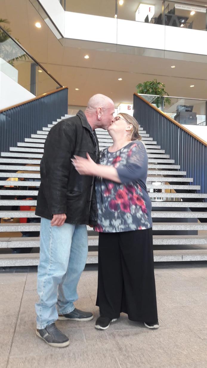 Giovina en Reinier Jonkers na afloop van de ceremonie in het stadhuis van Utrecht.