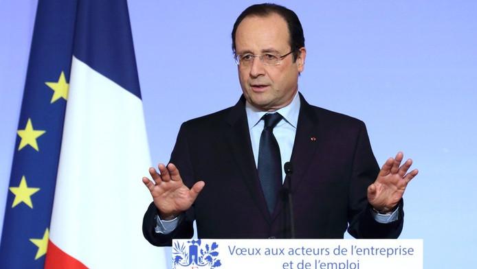 Si François Hollande prône la patience pour évoquer sa situation personnelle, certains proches commencent à perdre patience.