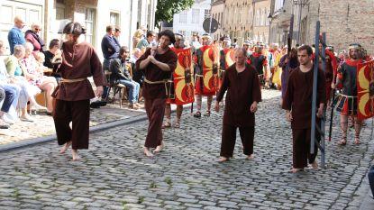 Historische Boetprocessie trekt door Veurne