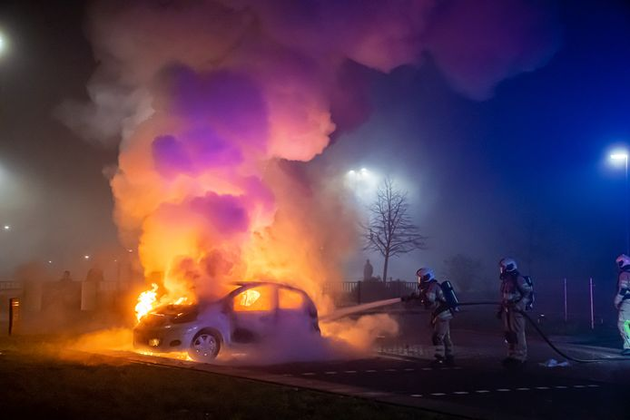De Mobiele Eenheid (ME) moest bij de afgelopen jaarwisseling in actie komen in De Hagen in Vianen. Daar werden brandweerlieden en politie met vuurwerk bekogeld.