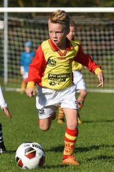 Sterspelers CSV Apeldoorn voetballen voor Serious Request
