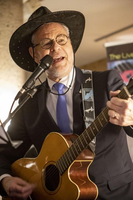 Oldenzaalse burgemeester Theo Schouten zwaait af: 'Zorg goed voor elkaar, voor de stad en de regio'