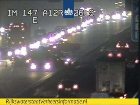 Uur vertraging door ongeluk op A12 tijdens zeer drukke avondspits