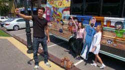 Mexicaanse vriendengroep neemt kartonnen vriend mee op roadtrip richting WK Rusland