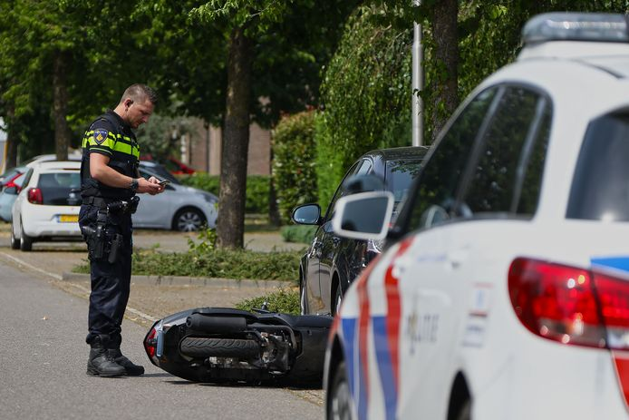 De bestuurder van de snorscooter in Oss raakte gewond.