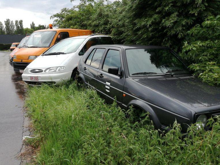 Het 'autokerkhof' op de Demeroever, voor alle wagens werden gesleept.