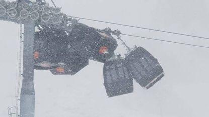 Kettingbotsing met gondels van kabelbaan in Oostenrijks skigebied
