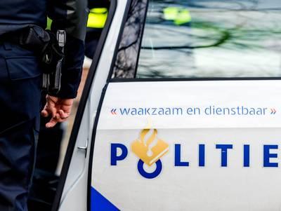 Duikers halen persoon uit auto in Vlissingse haven