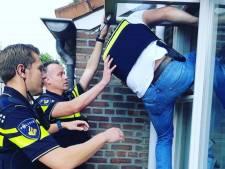 Politie 'propt meest compacte collega' door raampje en rolt wietkwekerij op