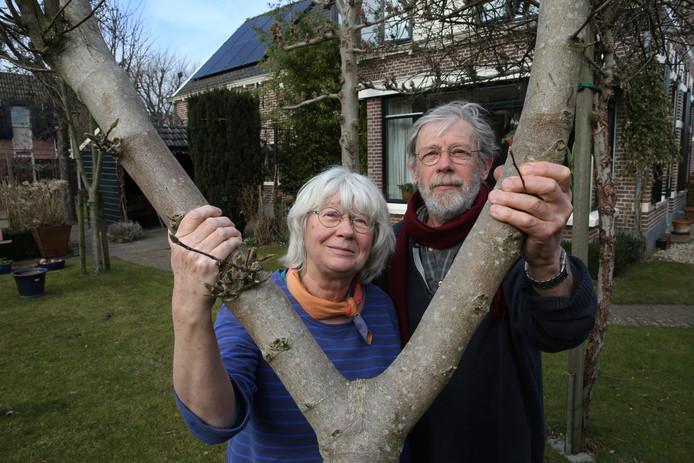 Anne Marie Kusters en Jan Willem Jansen ervaren overlast door houtkachels.