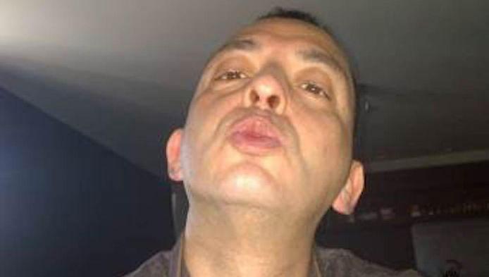 Ridouan Taghi wordt door de politie gezocht. Hij wordt verdacht van het geven van de opdracht voor de moord op crimineel Hakim Changachi in Utrecht vorig jaar.