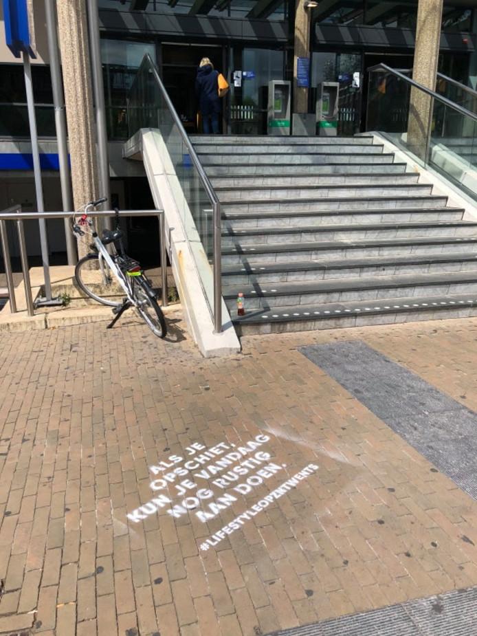 Graffitispreuk bij het station in Enschede