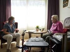 Ouderenbond: verplicht mondkapjes in verpleeghuizen