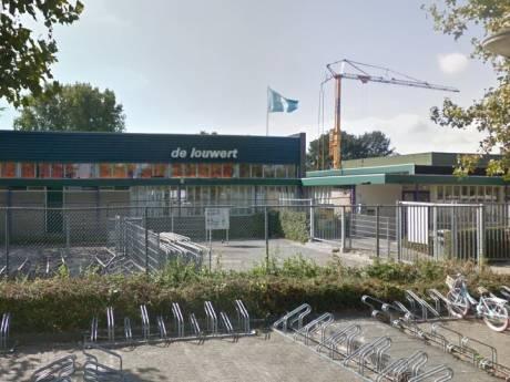 Tank lekt chloor bij De Louwert in Ambacht; zwembad uit voorzorg ontruimd
