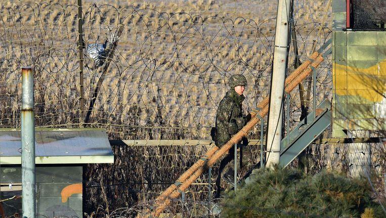 Een Zuid-Koreaanse militair aan de grens met Noord-Korea. Beeld AFP