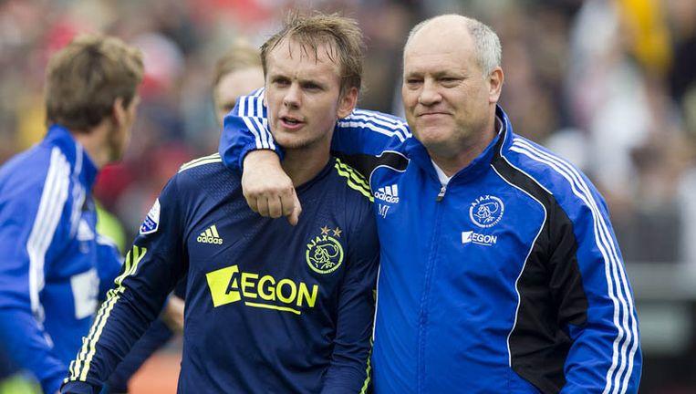 Siem de Jong (L) en trainer Martin Jol zijn blij na afloop van de met 1-2 gewonnen wedstrijd tegen Feyenoord. De Jong maakte de 0-1. Foto ANP Beeld