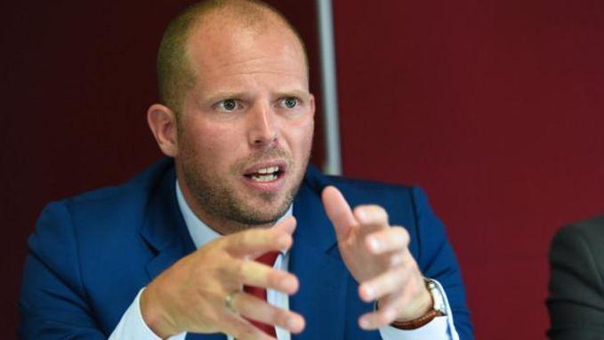 """Francken begint """"grootste identificatiemissie ooit"""" voor Soedanese vluchtelingen"""