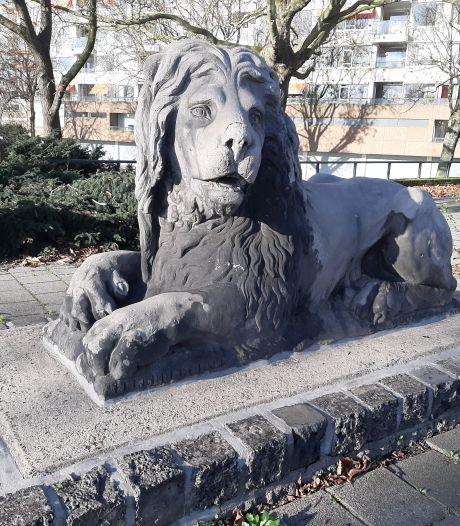 Vier stenen leeuwen gaan niet naar het Hofplein... maar naar het Oostplein