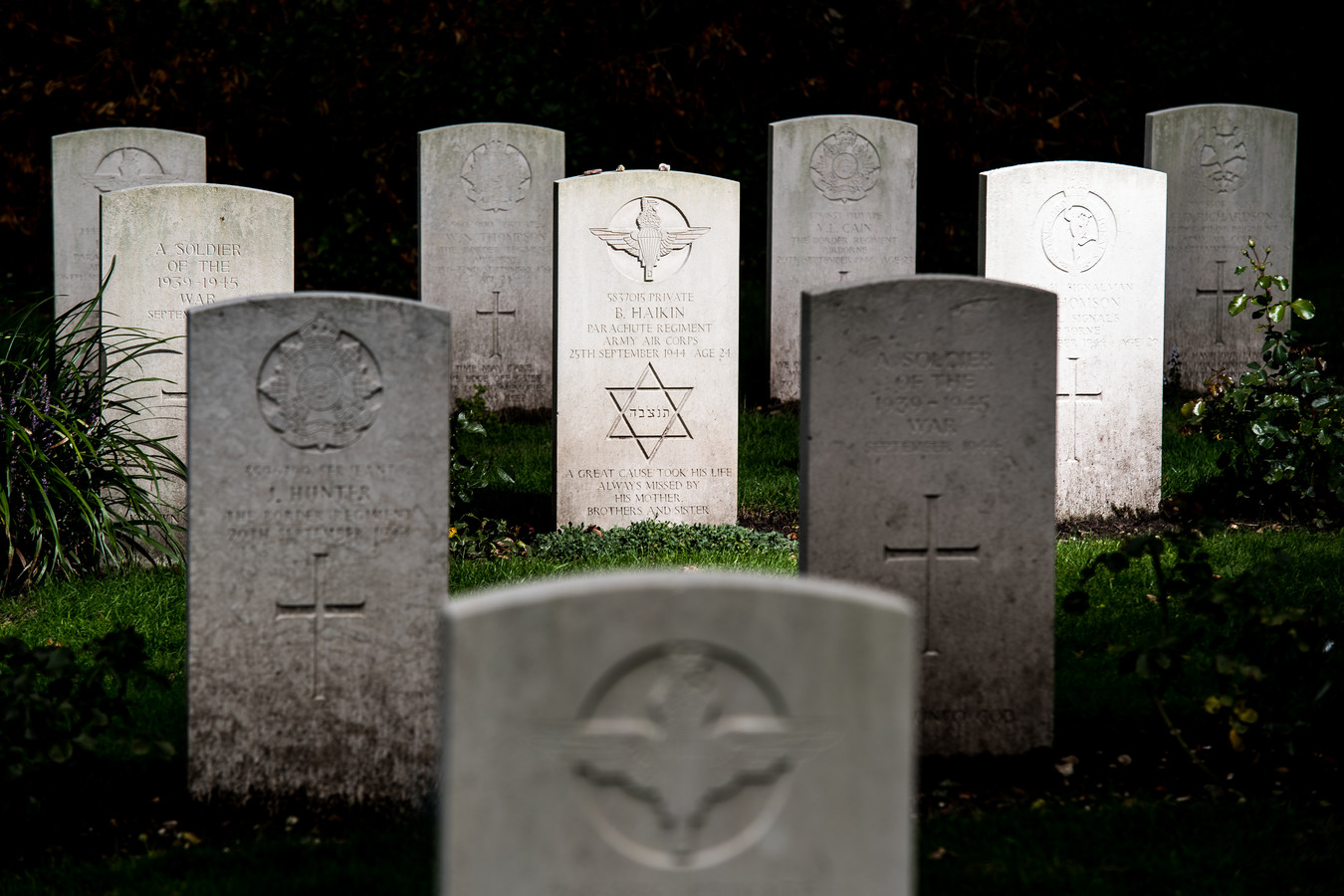 grafstenen op de begraafplaats in Oosterbeek.