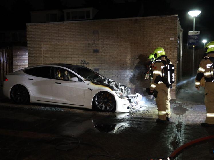 Tesla brandt volledig uit in Westervoort