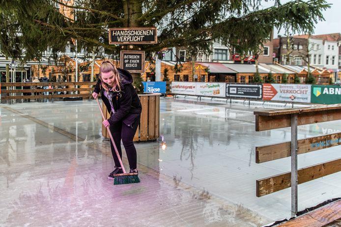 De schaatsbaan met de blokhutten op de Goese Markt, twee jaar geleden.