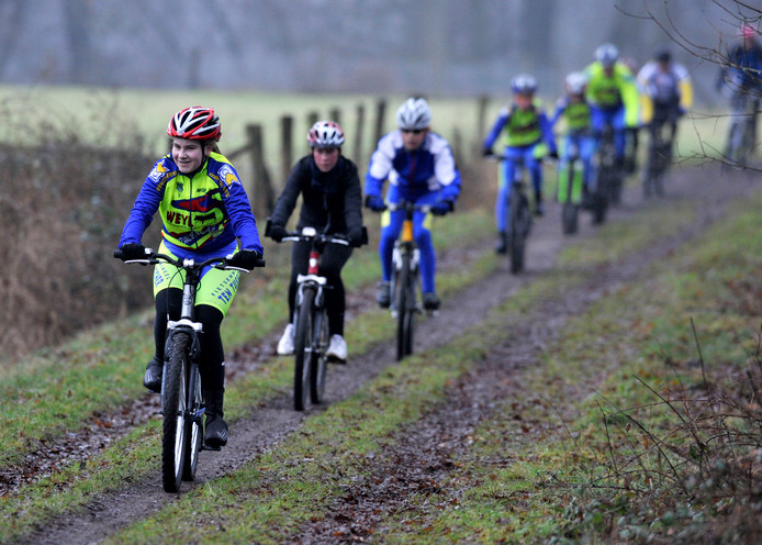 Mountainbikers op de fiets.