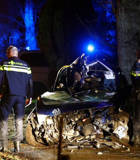Bestuurder overlijdt na zwaar ongeval bij Vaassen