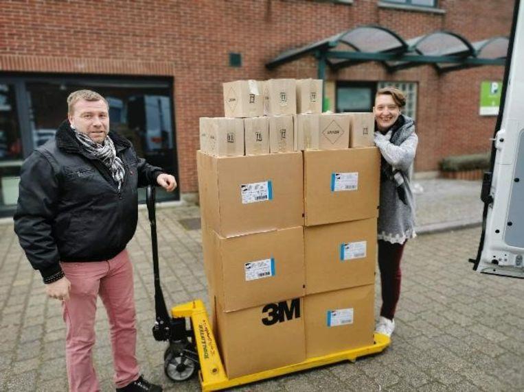Vorige week vrijdag leverde expertisecentrum De Masten in Kapellen mondmaskers aan Zorgbedrijf Antwerpen.