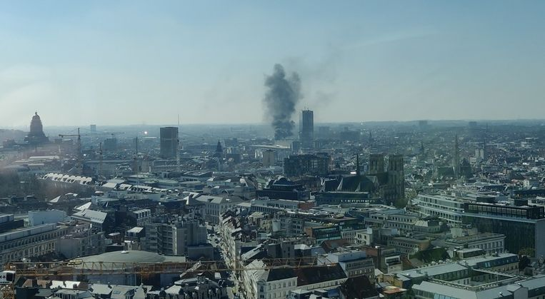 De brandweer heeft het vuur inmiddels onder controle.