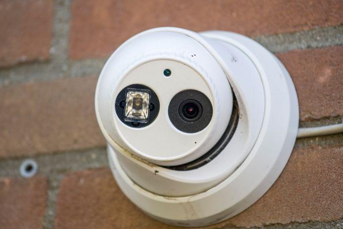 Camera aan de Lage Bothofstraat in Enschede waarvan de politie de beelden gebruikte in het onderzoek naar de viervoudige moord.