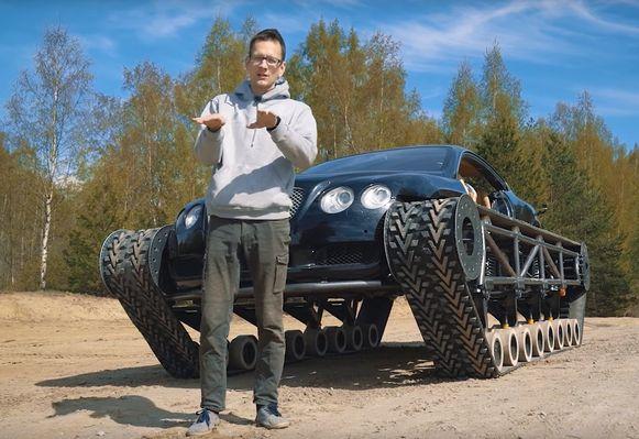 Konstantin Zarutskiy voor zijn 'Ultratank': een Bentley op een rups-onderstel.