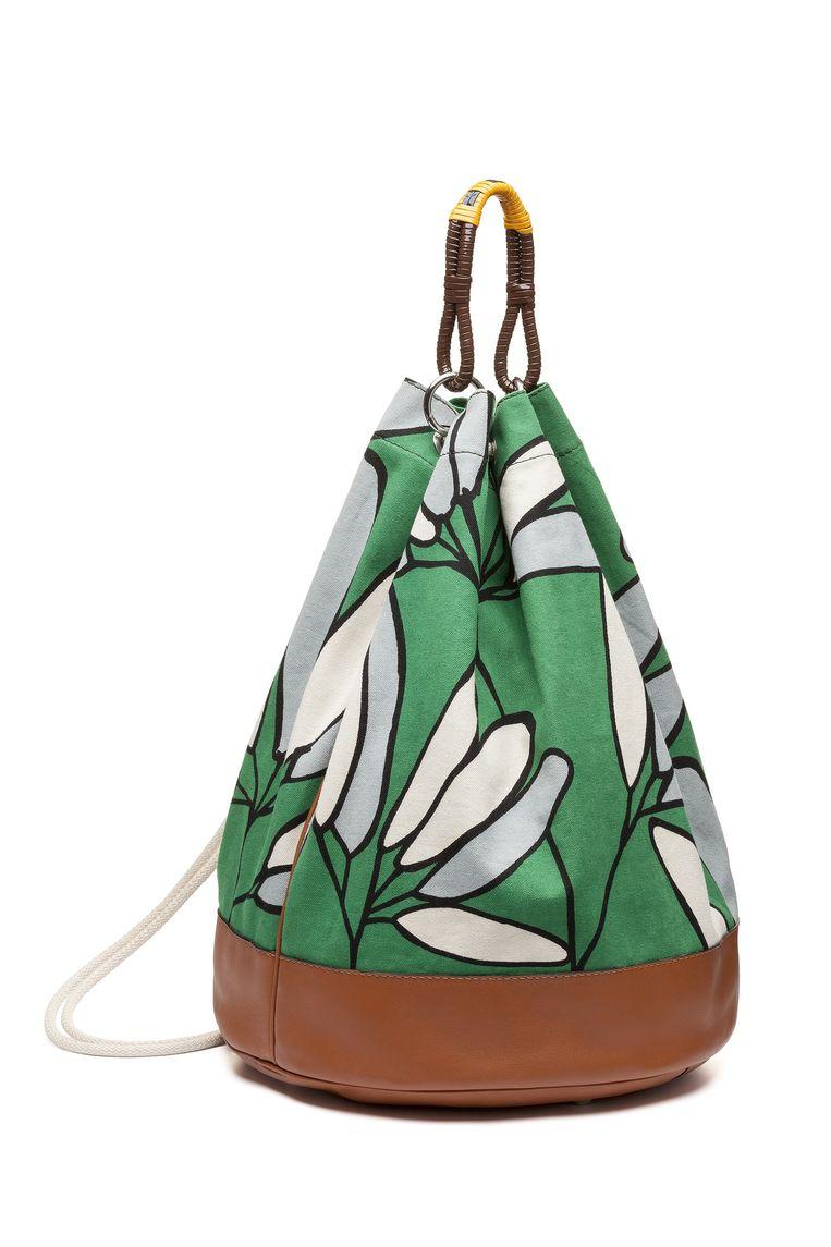 Tas van stevige katoen met bloemenprint en leren afwerking van Marni, € 950. Beeld null