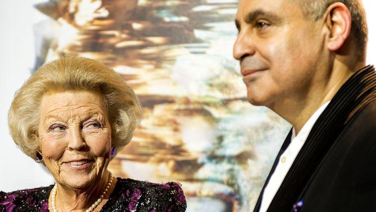 Prinses Beatrix wordt bij aankomst bij het Opera Gala van het Nationale Opera & Ballet begroet door artistiek leider Pierre Audi. Beeld ANP