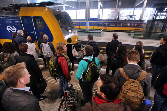 Het wordt vermoedelijk zo druk in de Intercity Direct dat de NS oproept om de volle treinen in de spits te mijden.