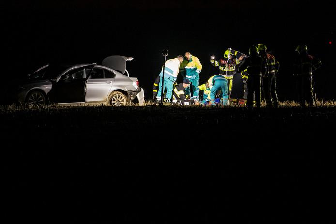 In de auto werd een zwaargewonde vrouw aangetroffen.