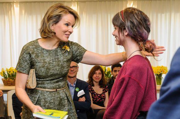 Elisa van Centrum Molenmoes kreeg na haar optreden een knuffel van de Koningin.
