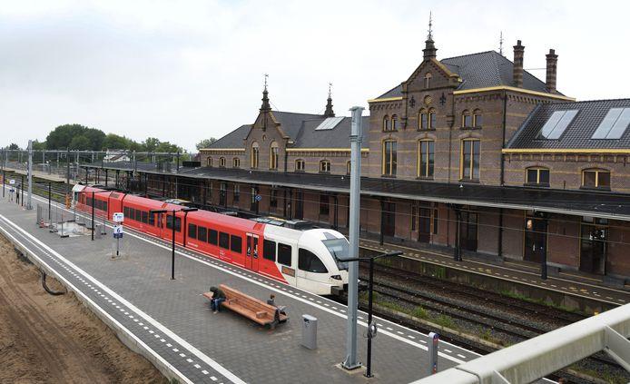 Op NS-station Geldermalsen is het nieuwe perron en  spoor 6, alleen voor de MerwedeLingeLijn, deze week in gebruik genomen.