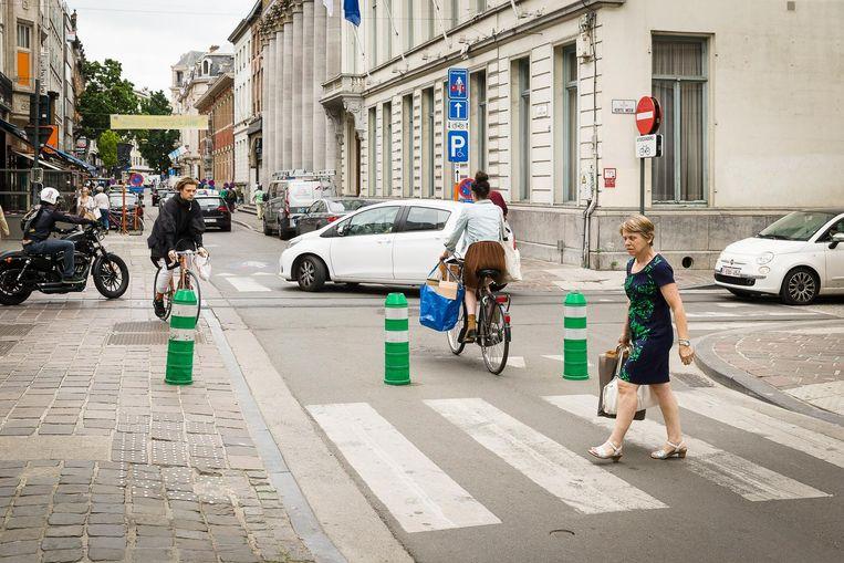 De groene paaltjes in de Voldersstraat verdwijnen tijdens de braderie.