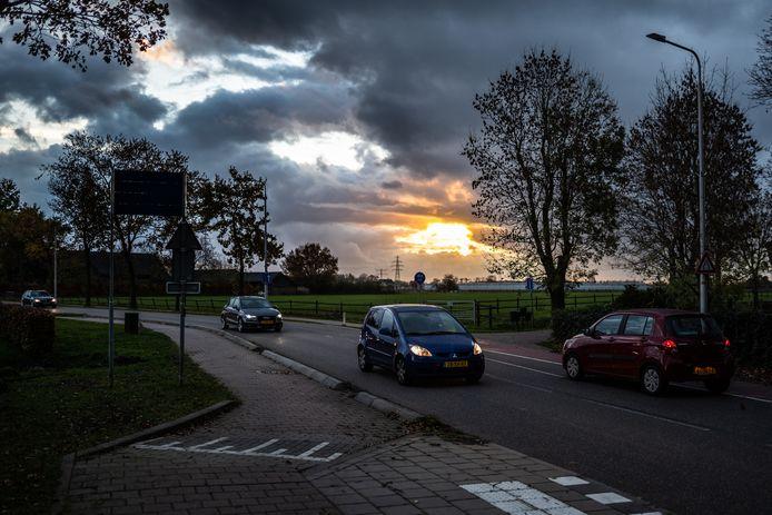 Drukte op de T-splitsing Vossenhol-Teselaar-Zandsestraat in Bemmel