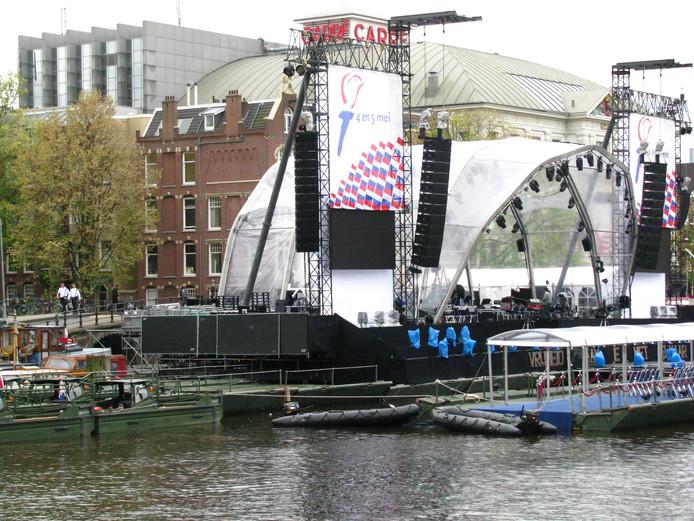 Het drijvende podium zoals de organisatie dat op het oog heeft voor op het water van 't Hilgelo op zondag 5 mei.