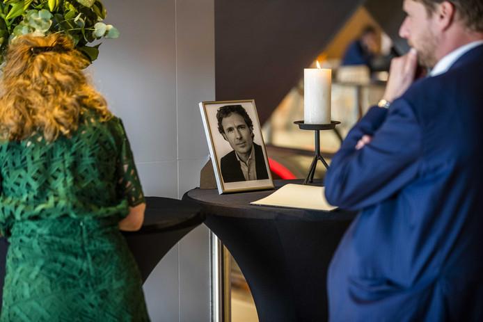 Tijdens de vergadering van de Orde van Advocaten werd een minuut stilte gehouden voor de doodgeschoten advocaat Derk Wiersum.