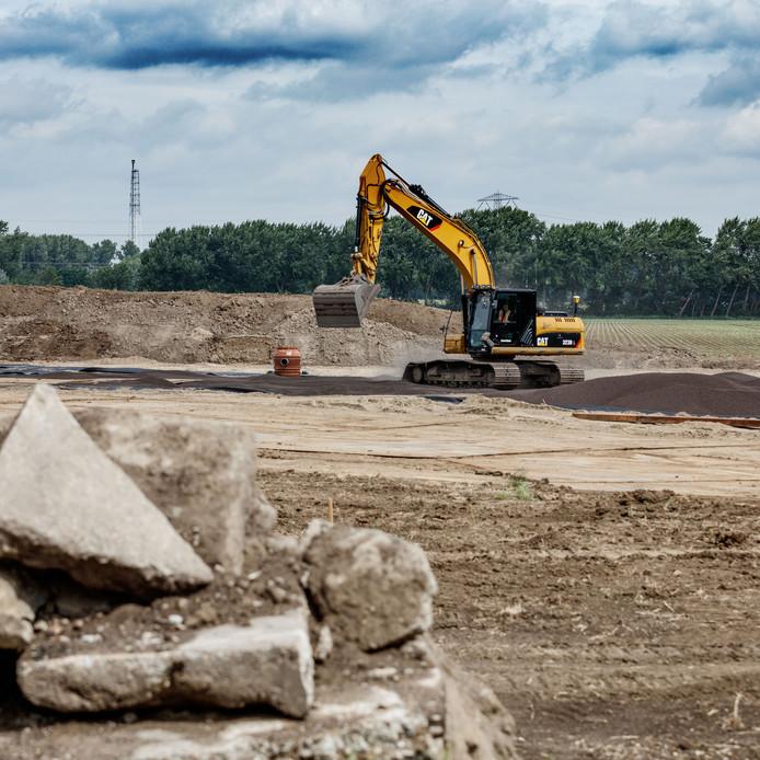 De aanleg van de nieuwe begraafplaats aan de Klundertseweg in Zevenbergen bezorgt de gemeente Moerdijk kopzorgen.