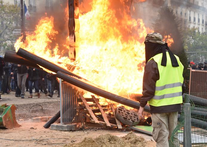 Les Gilets Jaunes célèbrent 1 an de mobilisation, à Paris le 16 novembre 2019.