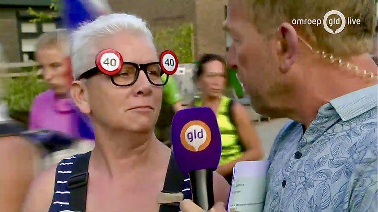 Harm Edens interviewt een Vierdaagseloper Beeld Omroep Gelderland