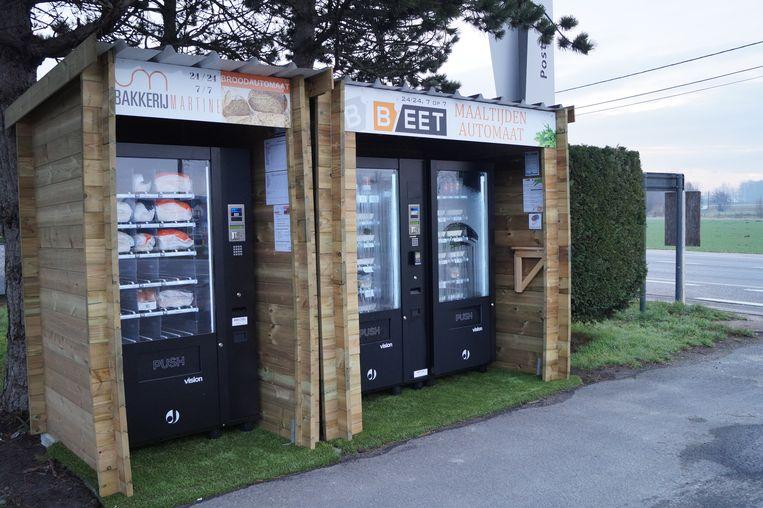 Op de parking van d'Oude Posterij staan voortaan een broodautomaat en een automaat met bereide gerechten.