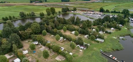 Campinggasten Roggebotsluis willen vergoeding voor gedwongen vertrek: 'Het lijkt net Fort Oranje'