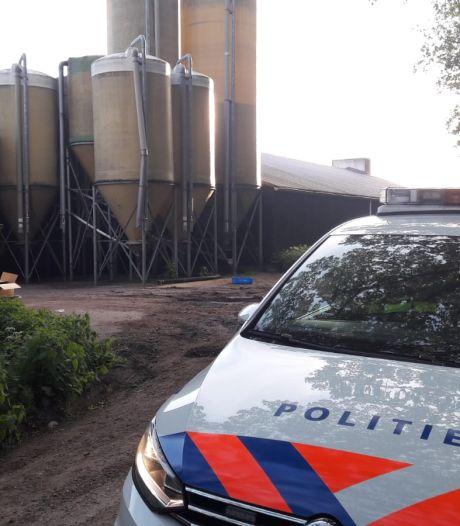 Boxtelse boerderij na urenlange actie de hele nacht bewaakt, stallen nog altijd afgesloten