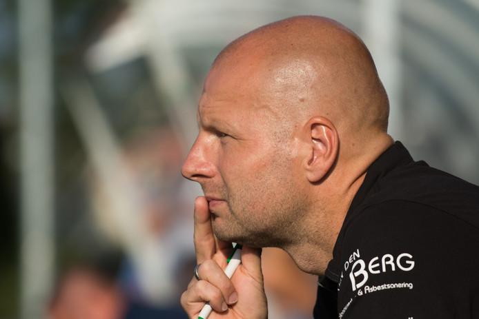 Trainer Erwin Brem krijgt het vertrouwen van VV Nunspeet.